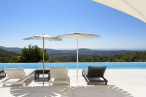 Luxury villa on 250,000 m2 in Morna Valley for sale