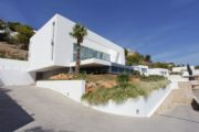 Charming villa close to the beach with sea views for sale