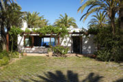Luxury villa with direct access to the bay and boat mooring
