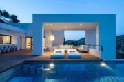 Luxury villa with four bedrooms in Roca Lisa for sale