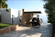 Front line villa with impressive sea views and sea access in Vista Alegre