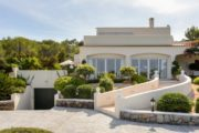 Beautiful house with large property near beach (8)
