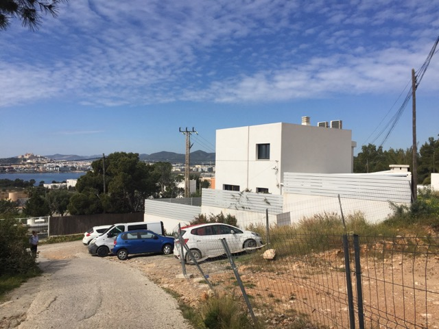 House for sale in Cap Martinet near to the beach