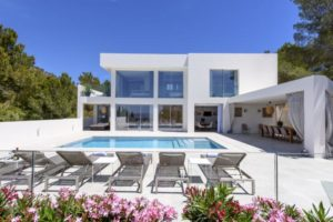 Large modern Villa in Cap Martinet for sale