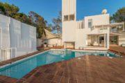 designervilla-in-the-first-line-of-the-sea-in-cala-moli (17)