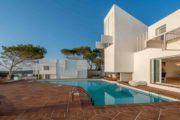 designervilla-in-the-first-line-of-the-sea-in-cala-moli (29)