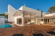 designervilla-in-the-first-line-of-the-sea-in-cala-moli (30)