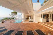 designervilla-in-the-first-line-of-the-sea-in-cala-moli (7)