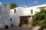 unique-opportunity-to-acquire-a-traditional-ibizan-house (1)
