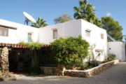 unique-opportunity-to-acquire-a-traditional-ibizan-house (2)