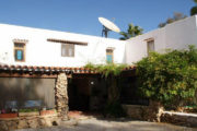 unique-opportunity-to-acquire-a-traditional-ibizan-house (3)