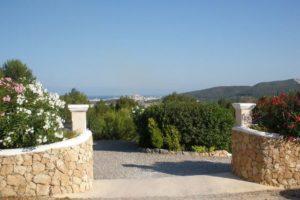 Lovely villa is located on the hillside of San Rafael