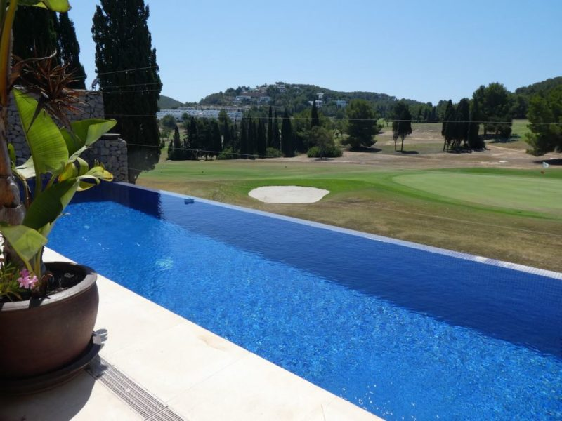 terraced-house-on-the-golf-course-of-roca-llisa (3)