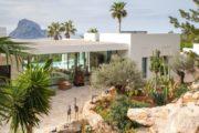 a-stunning-villa-unique-in-ibiza-cala-carbo (7)