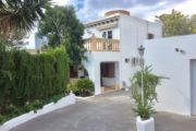 charming-villa-of-293-m2-located-in-a-residential-area-between-san-rafael (2)