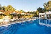 luxurious-stylish-villa-located-between-san-rafael-and-santa-gertrudis (4)