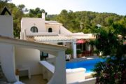 two-beautiful-villas-built-on-a-plot-of-2-hectares (3)