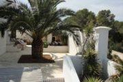 beautiful-villa-for-sale-with-amazing-sea-view-in-cala-bassa (14)