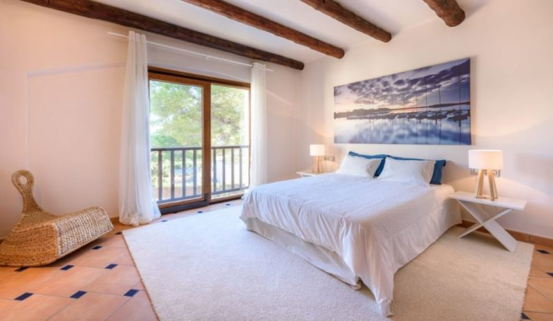 Rustic style House with a fabulous location in Cala Bassa