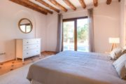 rustic-styled-house-with-a-fabulous-location-in-cala-bassa (8)